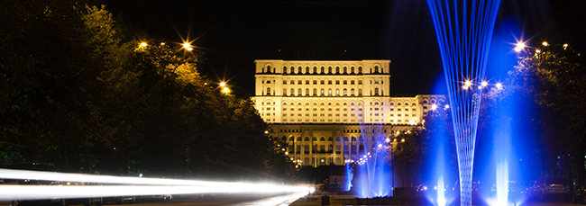 View from Unirii Square (RBBIM Km 2). In the background - the Parliament Palace (© PhotoRun - by Bucharest Running Club)