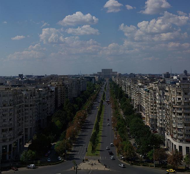 Vedere din Piata Alba Iulia. In fundal - Palatul Parlamentului (© PhotoRun - by Bucharest Running Club)